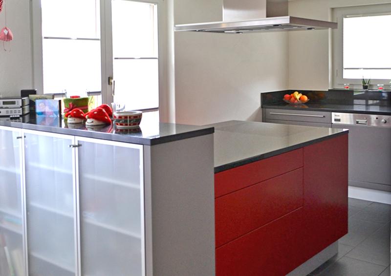 lack und glas gekonnt kombiniert schreinerei t di ag. Black Bedroom Furniture Sets. Home Design Ideas