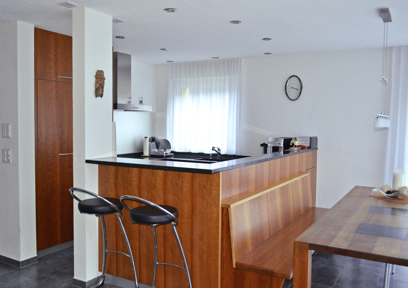 k che mit bar schreinerei t di ag. Black Bedroom Furniture Sets. Home Design Ideas